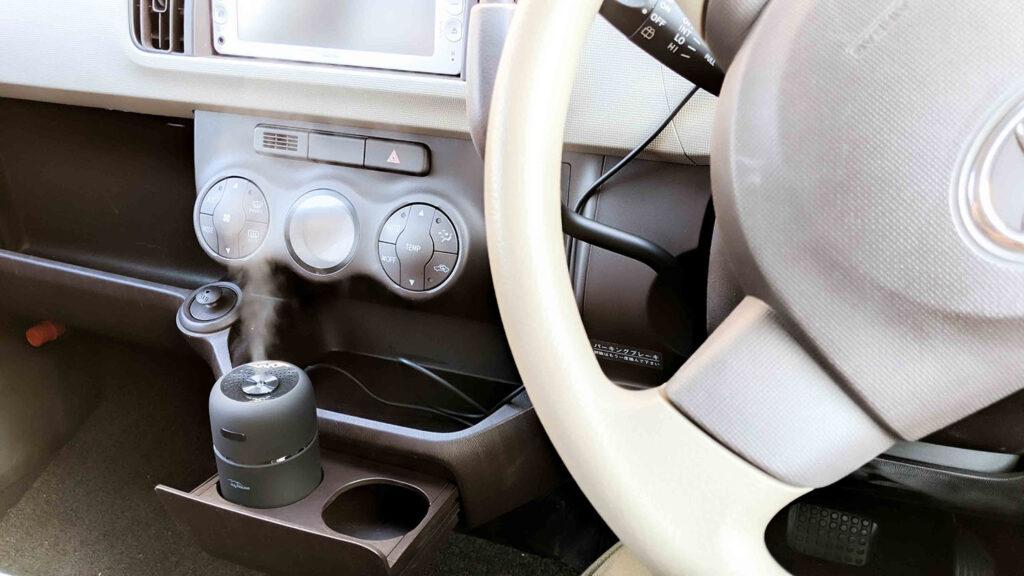 超音波加湿器を車内に設置した様子