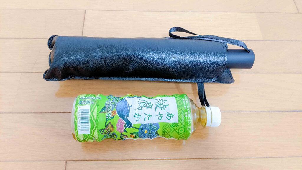 傘とペットボトル